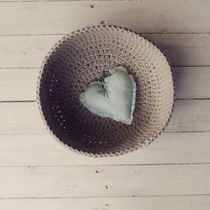 Misa nude - już w nowym domukoszyk na szydełku #mamuki #handmade #homedecor #homedesign #decoration #decor #recznierobione #szydelko #crochet #cord #cottoncord #basket #kosz #recznarobota #ozdoby #dekoracje #natural #prezenty #przechowywanie #nude #bezowy #interior #interiordesign #wnetrza
