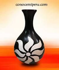 Imagen relacionada Vase, Bottle Painting, Porcelain Ceramics, Glass Art, Projects To Try, Cleaning, Artwork, Pattern, Crafts