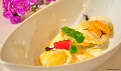 Fine dining at the Ambassador - Ravioli with truffle sauce. Sauce Restaurant, Truffle Sauce, Ravioli, Fine Dining, Vienna, Truffles, Thai Red Curry, Breakfast, Ethnic Recipes