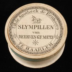 "Kartonnen pillendoos ""Uit de Apotheek de Eenhoorn te Haarlem, Slympillen van De erven G.F. Metz"" Apothecary Bottles, Perfume Bottles, History Of Pharmacy, Old Hospital, Old Crocks, Pot Lids, Vintage Labels, Vintage Pictures, Vintage Advertisements"