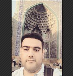 . اصفهان خیلی دوست داشتنی تر  و سرزنده تر از چیزی بود که فکر می کردم. اینجا هم مثل بقیه جاهایی که تاحالا رفتم آدماش  درجه یک بودن از آقای دکتر مبلی  تا خانم مهندس نیل فروش زاده #اصفهان #اصالت #میدان_نقش_جهان #سی_و_سه_پل