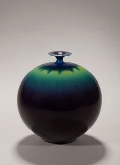 Untitled, 1998, by Tokuda Yasokichi III (1933–2009). Porcelain with suffusion of kutani color glaze. Courtesy of the Paul and Kathy Bissinger Collection, R2014.8.21. Image © Asian Art Museum of San Francisco.