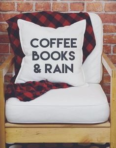 Coffee Books & Rain Pillow - I need this for my future library! My New Room, My Room, Books And Tea, Studio Loft, Deco Design, Home And Deco, Design Furniture, Reading Room, Book Nooks
