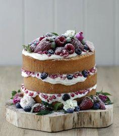 Taart - naked wedding cake met bosvruchten