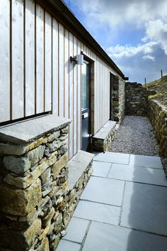 Milovaig - The Wooden House - Rural Design Architects - Isle of Skye and the Highlands and Islands of Scotland Larch Cladding, House Cladding, Exterior Cladding, Timber Architecture, Architecture Details, Prefab Barn Homes, Rural House, Property Design, Cottage Exterior