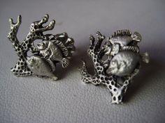 Mira este artículo en mi tienda de Etsy: https://www.etsy.com/listing/186914249/fish-and-coral-stud-earrings-sterling