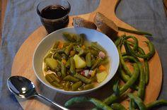 Frische Bohnen aus dem Garten. Damit schmeckt die Bohnensuppe besonders gut.             ...
