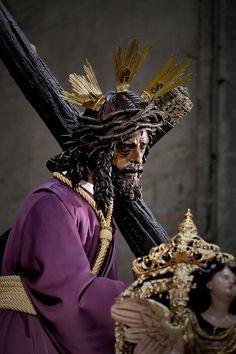 Miles de fieles visitan al Gran Poder en la Catedral Jesus Our Savior, Jesus Christ, Holy Quotes, Holy Week, Religious Art, Beast, Idol, Statue, Seville