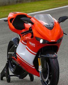 My dream bike. Moto Ducati, Ducati Motorcycles, Ducati Superbike, Yamaha, Cafe Racer, Ducati Desmosedici Rr, Scrambler, Moto Cafe, Supersport