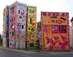 This beautifully odd building in Brunswick, Germany was designed by Olaf Jäschke and the late American pop artist James Rizzi. The Happy Rizzi House was deeply controversial among residents of that city when it was built. But I want one in my town. Don't you?