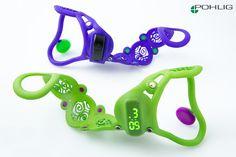 Orthese in 3D Druck Technik für den Unterarm mit eingearbeitem Fitnesstracker bzw. mit Digitaluhr.