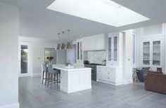 Classical-Kitchen-with-a-Contemporary-Twist-1_1.jpg 2.000×1.309 píxeles