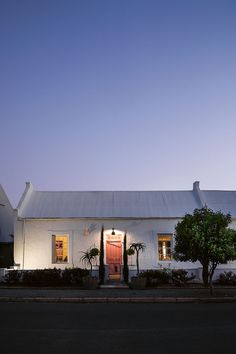 Interior designer Etienne Hanekom likes spending weekends in the platteland, working on whichever dilapidated house has captured his imagination. This cottage was meant to be a flip: Buy, fix, sell. Little Cottages, Small Cottages, Little Houses, Outdoor Lounge, Outdoor Rugs, Outdoor Decor, South African Homes, Simply Home, Narrow House