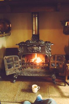 Alter Herd, Old Stove, Vintage Stoves, Antique Stove, Stove Fireplace, Cozy Fireplace, Light My Fire, Wood Burner, Cabins In The Woods