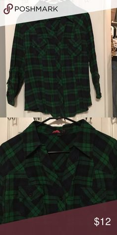 Perfect Fit Women's Flannel! Like new, tailored fit, women's flannel! Perfect to wear all winter or just tie around your waist!  Forever 21 Tops Button Down Shirts