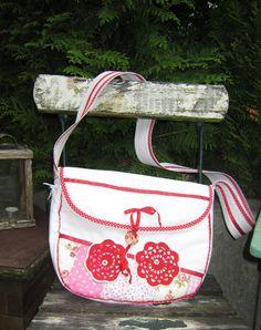 Süße Handtasche - Gute Laune Tasche - ein Designerstück von hummelellli bei DaWanda <- schon verkauft! Bei Interesse einfach melden :-)