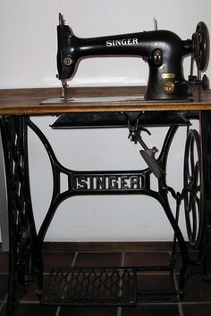 1000 images about sewing on pinterest singers - Table machine a coudre singer ...