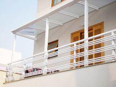 Corrimão e Guarda-Corpo Window Grill Design Modern, Balcony Grill Design, Grill Door Design, Terrace Garden Design, Balcony Railing Design, Home Stairs Design, Terrace Grill, Steel Railing Design, Gallery Wall Staircase