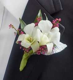 How to Choose Prom Corsage And Boutonniere Accessories Orchid Boutonniere, Prom Corsage And Boutonniere, Groomsmen Boutonniere, Corsage Wedding, Boutonnieres, Bridal Flowers, Flower Bouquet Wedding, Bridal Bouquets, White Corsage