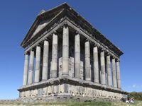 Foto di viaggio di Giuseppe Pompili,  Mio omonimo, uno dei più grandi scalatori. Qui in Armenia Tempio di Garni