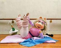 Miss Piggy aerobic-Jane Fonda workout phase! Long live the muppets, go Miss Piggy! Kermit And Miss Piggy, Kermit The Frog, Jim Henson, Jane Fonda Workout, 80s Workout, Fraggle Rock, The Muppet Show, Aerobics, Pigs