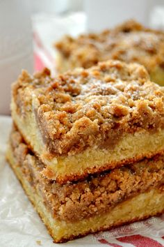 This New York Super Crumb Cake is AWESOME. Buttery, packed with cinnamon and brown sugar, moist and tender. You'll love this easy breakfast favorite! ~ The Domestic Rebel Cake Recipes, Dessert Recipes, Baking Desserts, Dessert Bars, Drink Recipes, Yummy Recipes, Cheesecake, Cupcake Cakes, Cupcakes