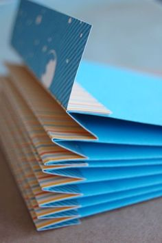 Good tutorial for making an envelope mini book. Page is in French but translation is available. Good photos.: More