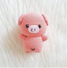 Amigurumi Pig Tutorial Crochet Pig, Cute Crochet, Crochet Crafts, Beautiful Crochet, Animaux Au Crochet, Crochet Patterns Amigurumi, Crochet Stitches, Knitted Dolls, Crochet Dolls
