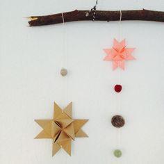 En fin stjerneremse er det første julepynt, som jeg har fået frembragt i år. Naturen har være inspiration til dette års Jul på budget idéer, og jeg har glædet mig til at vise første indlæg i denne …