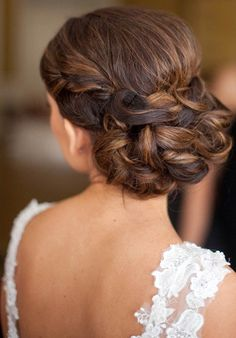 Braided updo looks better than twisting and turning the hair into messy updos. This updo looks elegant, classic, and totally stands out.