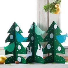 Make simple Christmas paper for kids – how to make festive decorations - Decoration 4 Christmas Paper, Simple Christmas, Winter Christmas, New Year's Crafts, Xmas Crafts, Paper Crafts, Festival Decorations, Christmas Decorations, Christmas Ornaments