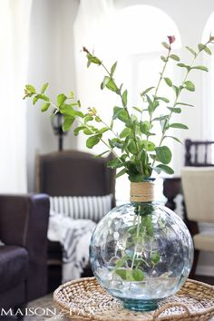 5 Suggestions for Quick, Easy High-Impact Floral Arrangements: Try tall branches in a bottle with a small neck to give height. Click to see the other incredibly helpful tips!