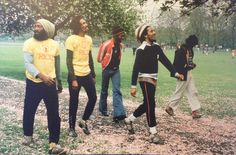 vintage everyday: Bob Marley and friends visited and played football in Kennington Park, London in 1977 Thomas Bangalter, Reggae Bob Marley, Bob Marley Art, Tom Morello, Haile Selassie, Brian Wilson, The Beach Boys, Daft Punk, Steve Mcqueen