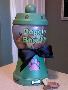 Puppy treat jar – Valentines Ideas – Grandcrafter – DIY Christmas Ideas ♥ Homes Decoration Ideas Clay Pot Projects, Clay Pot Crafts, Dog Crafts, Diy Clay, Animal Crafts, Cute Crafts, Craft Projects, Craft Ideas, Flower Pot Crafts
