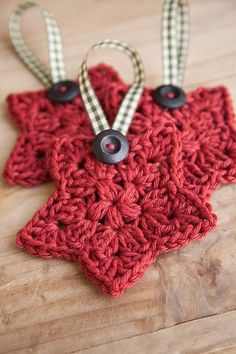 Crochet Granny Star Ornament With a Button.