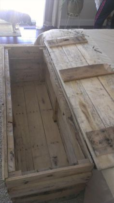 Vintage Pallet Wood Trunk/Chest | 101 Pallets