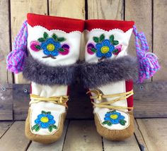 Beaded and Embroidered Hand Tanned Moose Hide Mukluks with Rabbit Fur Native American Crafts, Native American Beadwork, Aboriginal Clothing, South American Art, Sewing Crafts, Sewing Projects, Native American Moccasins, Native Design, Indian Crafts