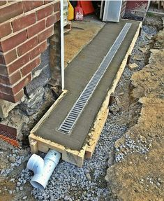 Gardens Discover back patio drainage Side of back room/yard So obvious but dont do it! Landscape Drainage, Yard Drainage, Gutter Drainage, Drainage Grates, Garage House, Diy Garage, Garage Makeover, Home Repairs, Outdoor Projects