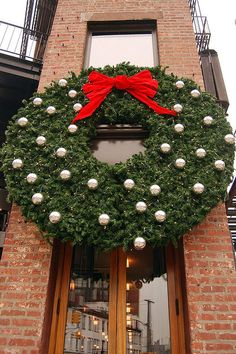 Wide Wreath, NYC ... at Christmas!