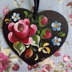 Easy Canvas Painting, Simple Acrylic Paintings, Fabric Painting, Tole Decorative Paintings, Tole Painting Patterns, Folk Art Flowers, Flower Art, Rosemaling Pattern, Scandinavian Folk Art