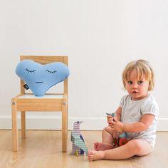 Love XS Celeste - Paparajote Factory Original cojín corazón, color azul celeste. La colección Criaturas está creada para inspirar, jugar y soñar. Para niños de 0 a 99 años. Hecho en España de manera 100% artesanal, empleando materiales de calidad, con cariño, cuidado y respetando el medio ambiente. #cushion #pillow #love #heart #baby #kids  #gift #babies #cojin #corazon #niños #diseñodeinteriores #interiordesign #design #diseño #regalo #madeinspain #hechoenespaña #deco #original