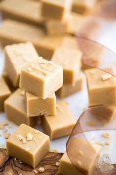 24 Of The Best Fudge Recipes For Dessert A dessert that both kids and adults love? A dessert that can serve at any occasions? Looking no further than flavorful and eye-grasping fudges. Maple Fudge Recipes, Best Fudge Recipe, Maple Syrup Fudge Recipe, Maple Candy Recipe, Nutella Recipes, Candy Recipes, Dessert Recipes, Fall Desserts, Amor