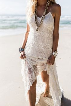 A little of the bohemian carefree spirit is especially present in every beach wedding. With sand, wind and the waves present, you have to be ready to go with the flow.