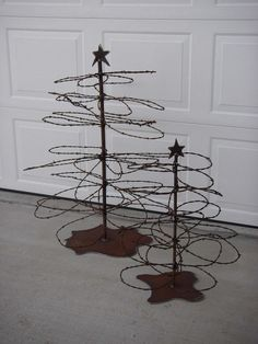 Rusty barbed wire christmas trees. These are awesome!!!!