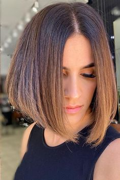 This smooth blunt bob hair created by hairstyle educator Natalie Anne (@natalieannehair) might be your ultimate long to a short hair transformation. Tap to visit our site and see our list of fabulous blunt bob haircuts. #bluntbobhaircuts #bluntbobhairstyles