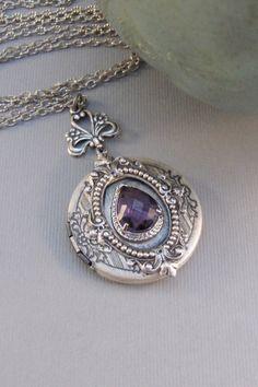 Victorian Amethyst Locket by ValleyGirlDesigns Antique Locket, Antique Jewelry, Vintage Jewelry, Antique Gold, Custom Jewelry, Handmade Jewelry, Vintage Lockets, Personalized Jewelry, Jewelry Box