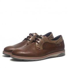 Zapatos Fluchos de vestir de piel color cuero y suela bicolor. Complemento perfecto para un estilo formal pero moderno.