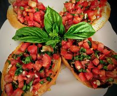 Tomato Basil Bruschetta Recipe Step By Step Instructions this post Tomato & Basil Bruschetta is an Italian appetizer made from fresh tomatoes, basil, garlic drizzled with olive oil and vinegar. Tofu, Italian Appetizers, Party Appetizers, Cold Appetizers, Party Snacks, Party Trays, Healthy Appetizers, Appetizer Recipes, Dinner Recipes