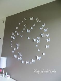 tuto composition papillons This is my first project on my wall,hope it when well before the butterfly fly off Diy Wall Art, Diy Art, Creation Deco, Home And Deco, Girl Room, Decoration, Origami, Diy And Crafts, Diy Projects
