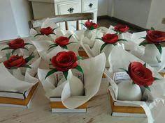 Lembrancinhas - flor de papel na cabaça